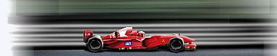 Um carro de corrida acelerando